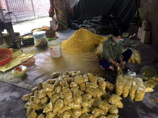 Phát hiện cơ sở trộn lưu huỳnh vào củ riềng xay nhỏ bán ra chợ - Ảnh 2.