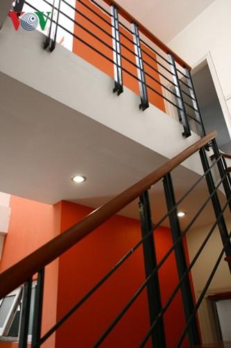 Ngôi nhà sinh động hơn với những điểm nhấn nóng - Ảnh 4.