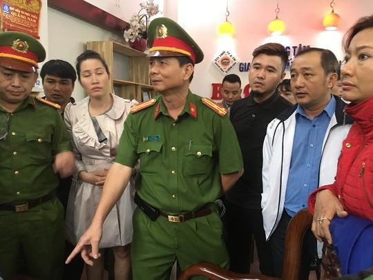 Người dân bao vây trụ sở Công ty Bách Đạt An vì lo chủ đầu tư lật kèo - Ảnh 4.