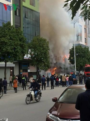 Hiện trường vụ cháy thiêu rụi quán cháo ếch Singapore - Ảnh 2.