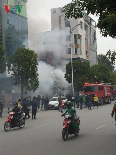 Hiện trường vụ cháy thiêu rụi quán cháo ếch Singapore - Ảnh 3.