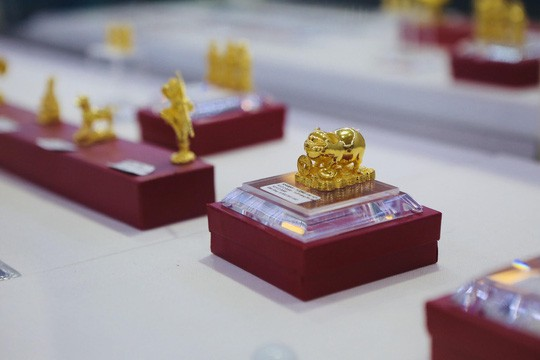 Đua nhau săn heo vàng may mắn dịp cuối năm - Ảnh 2.
