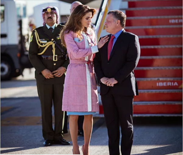 Hoàng hậu Jordan U50 trẻ đẹp như 18 và cách nịnh chồng bài bản để có cuộc hôn nhân bền vững hơn 2 thập kỷ - Ảnh 2.