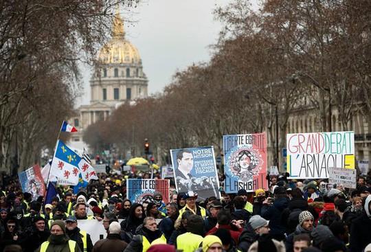 Nước Pháp rực lửa: Biểu tình tuần thứ 10, mang cả quan tài xuống đường - Ảnh 5.