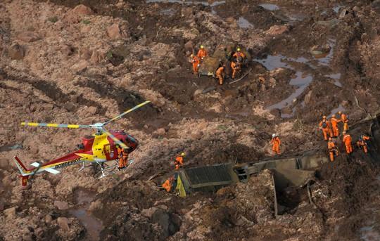 Brazil: Vỡ đập chất thải, hơn 200 người mất tích trong bùn lầy - Ảnh 2.