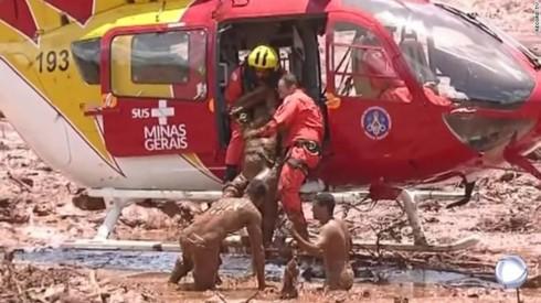Không còn nguy cơ vỡ đập-Brazil dừng sơ tán, tiếp tục tìm kiếm nạn nhân - Ảnh 1.
