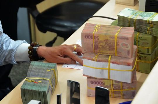 Lãi cả chục ngàn tỉ đồng, ngân hàng vẫn chưa tiết lộ kế hoạch thưởng Tết - Ảnh 1.