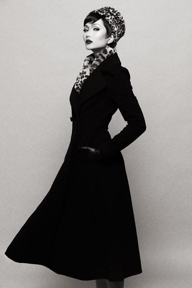 HHen Niê hóa thân thành huyền thoại Audrey Hepburn mừng ngày trở thành Hoa hậu đẹp nhất thế giới - Ảnh 2.