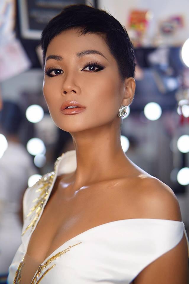 """H'Hen Niê: Khi thế giới trầm trồ về """"nàng Cinderella của Việt Nam thì công chúng nước nhà lại yêu thích cô chỉ với điều này - Ảnh 6."""