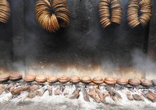 Làng Vũ Đại trắng đêm sản xuất cá kho phục vụ Tết - Ảnh 13.