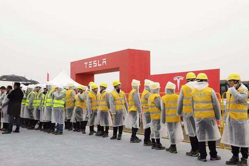 Elon Musk động thổ xây nhà máy xe điện tại Trung Quốc, tham vọng biến đầm lầy thành dây chuyền siêu hiện đại trong vài tháng - Ảnh 1.