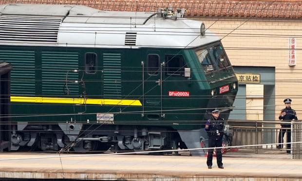 Đoàn tàu bọc thép đưa ông Kim Jong Un tới Bắc Kinh - Ảnh 1.