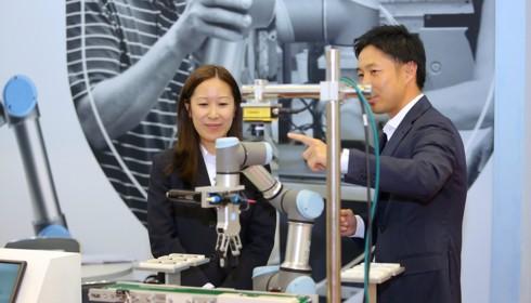 Ứng dụng robot trong sản xuất ở Việt Nam: Thị trường rất giàu tiềm năng - Ảnh 1.
