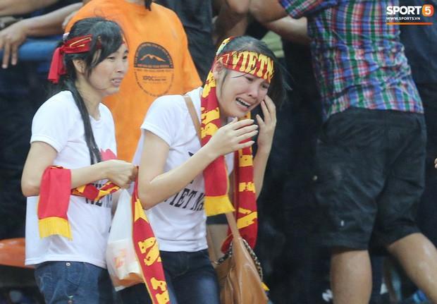 Tuyển Việt Nam đối đầu Malaysia: Fan Việt từng phải đổ cả máu và rất nhiều nước mắt cho cặp đấu kịch tính hàng đầu Đông Nam Á - Ảnh 4.