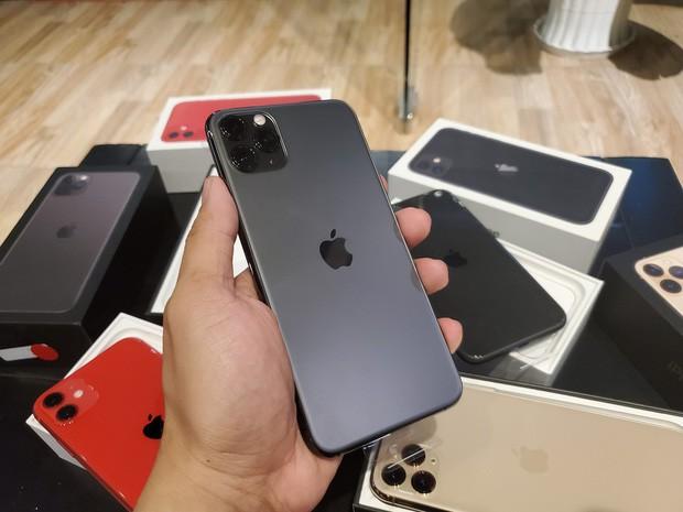 iPhone 11 hàng Lock rầm rộ đổ bộ Việt Nam, rẻ hơn tận 10-15 triệu so với máy gốc - Ảnh 2.