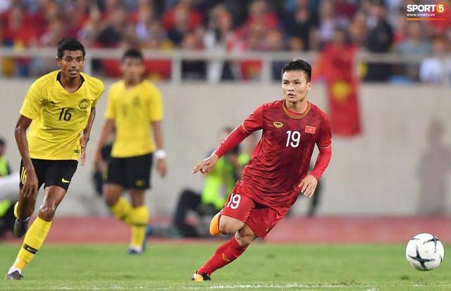 Chiêm ngưỡng siêu phẩm ngả bàn đèn khó tin của Quang Hải trong trận đấu Việt Nam vs Malaysia - Ảnh 1.