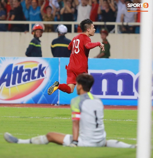 Chiêm ngưỡng siêu phẩm ngả bàn đèn khó tin của Quang Hải trong trận đấu Việt Nam vs Malaysia - Ảnh 5.
