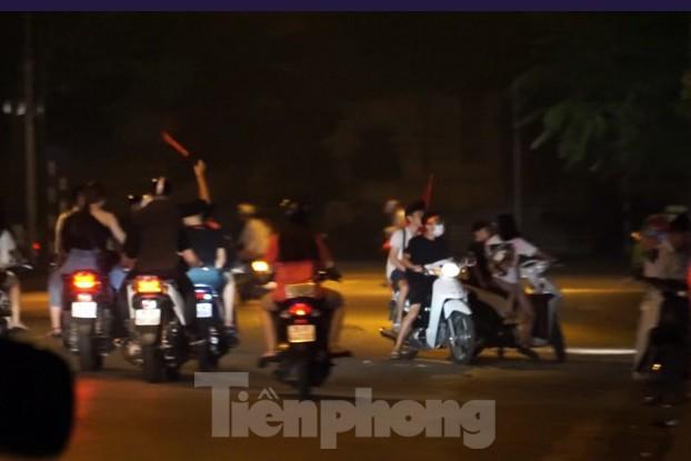 Cảnh sát trắng đêm chống đua sau trận Việt Nam thắng Malaysia - Ảnh 8.