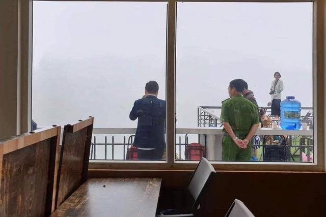 Panorama trên đỉnh Mã Pì Lèng bị đình chỉ kinh doanh - Ảnh 2.
