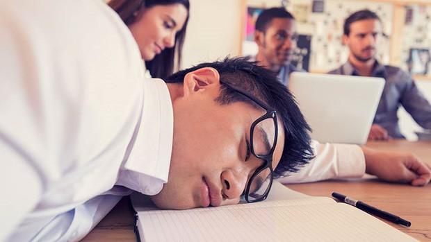 """Ngủ quá nhiều có thể khiến bạn trở thành """"não cá vàng"""" - Ảnh 1."""