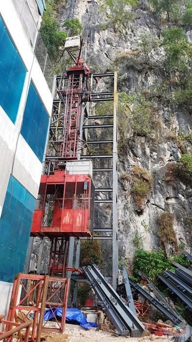 Thang máy 102 tầng ở phố cổ Đồng Văn được xây rồi tạm dừng thế nào? - Ảnh 5.