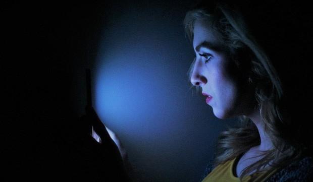 Bác sĩ nhãn khoa giải thích những nhầm tưởng mọi người hay có về ánh sáng xanh và cách bảo vệ mắt hiệu quả - Ảnh 1.