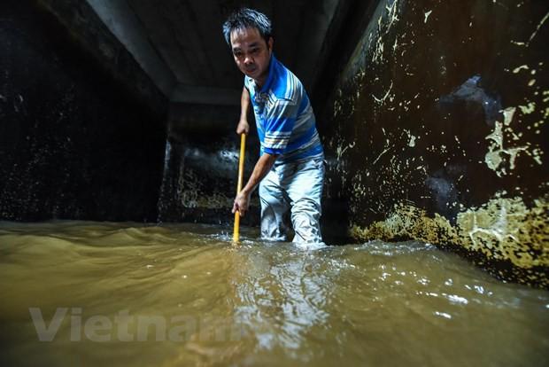 Viwaco thau rửa bể chung cư phát hiện nước đen kịt nồng nặc mùi - Ảnh 11.
