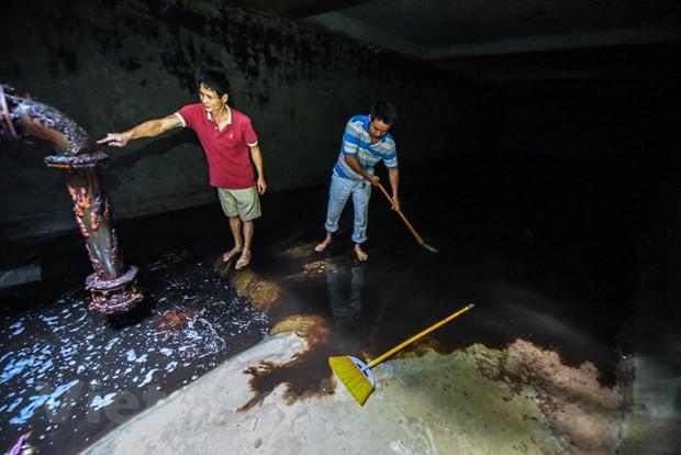 Viwaco thau rửa bể chung cư phát hiện nước đen kịt nồng nặc mùi - Ảnh 3.