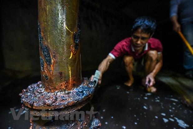 Viwaco thau rửa bể chung cư phát hiện nước đen kịt nồng nặc mùi - Ảnh 4.