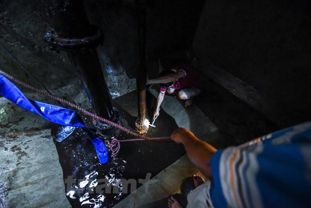 Viwaco thau rửa bể chung cư phát hiện nước đen kịt nồng nặc mùi - Ảnh 7.