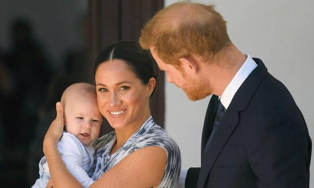 Hoàng tử Harry thông báo khởi kiện báo Anh vì bắt nạt Meghan Markle, phản ứng của cộng đồng mạng mới thật bất ngờ - Ảnh 2.