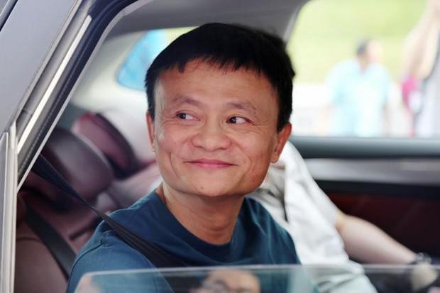 Jack Ma: Đằng sau người đàn ông thành đạt luôn có một người phụ nữ mạnh mẽ. Riêng tôi lại có rất nhiều - Ảnh 1.