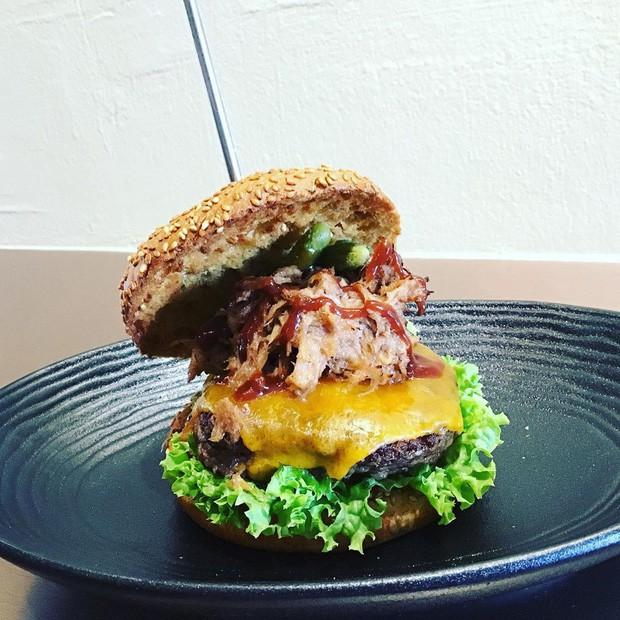 Được bán với giá 4 triệu đồng, chiếc burger này có gì đặc biệt mà lại đắt xắt ra miếng như vậy? - Ảnh 6.