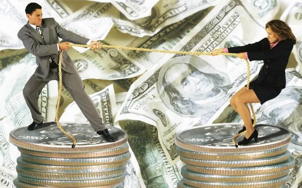 Khi chồng có thu nhập kém hơn vợ: Người đàn ông sẽ làm gì trong tình huống đó? - Ảnh 1.