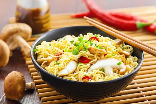 Cảnh báo của UNICEF dành riêng cho trẻ em Đông Nam Á liên quan tới ăn mì ăn liền - Ảnh 1.