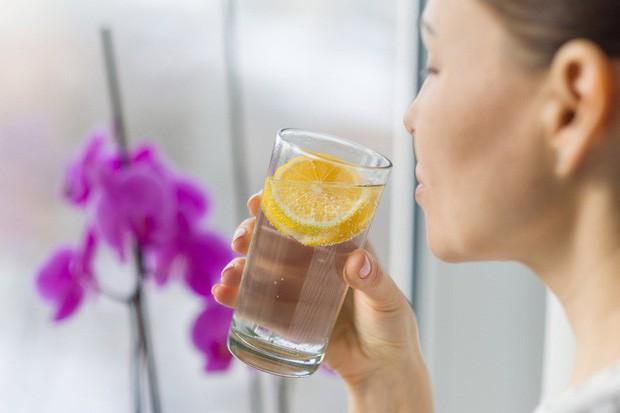 Dùng loại cốc uống nước này thường xuyên, cơ thể bạn không khác gì nạp và tích tụ thuốc độc mãn tính! - Ảnh 3.