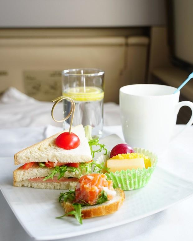 Suất ăn hạng nhất của 15 hãng hàng không này sẽ làm thay đổi quan niệm của bạn về chuyện ăn uống trên máy bay - Ảnh 22.