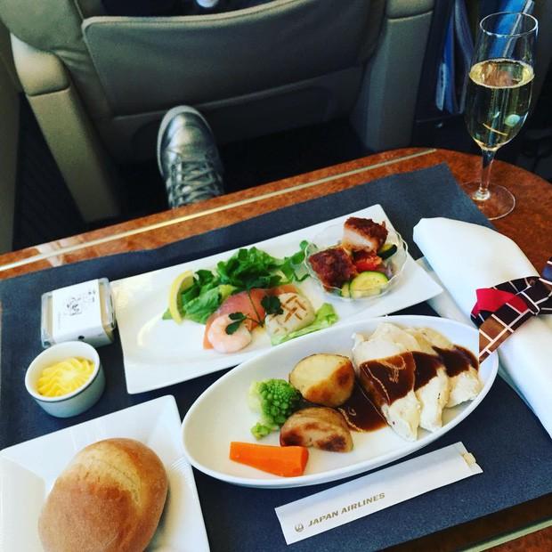 Suất ăn hạng nhất của 15 hãng hàng không này sẽ làm thay đổi quan niệm của bạn về chuyện ăn uống trên máy bay - Ảnh 25.