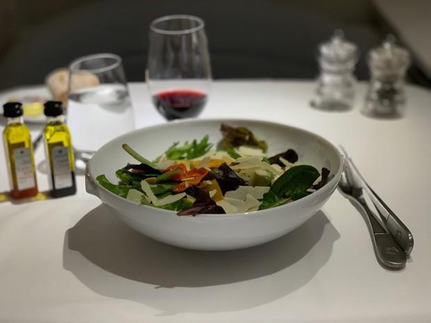 Suất ăn hạng nhất của 15 hãng hàng không này sẽ làm thay đổi quan niệm của bạn về chuyện ăn uống trên máy bay - Ảnh 6.