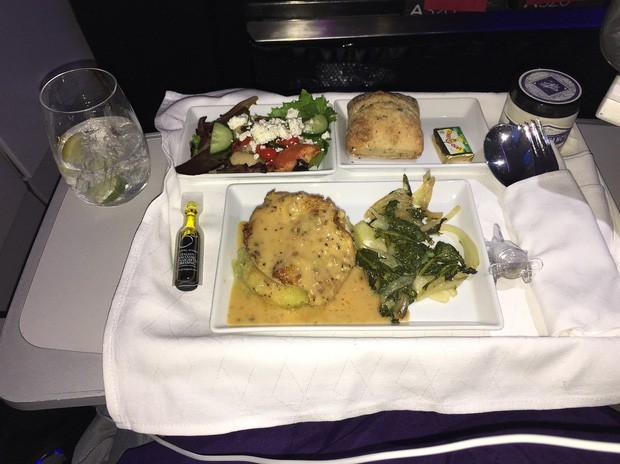 Suất ăn hạng nhất của 15 hãng hàng không này sẽ làm thay đổi quan niệm của bạn về chuyện ăn uống trên máy bay - Ảnh 8.