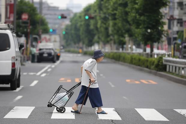 ADB: Công nghệ có thể khiến việc già hóa trở thành lợi tức bạc cho các nền kinh tế châu Á - Thái Bình Dương - Ảnh 1.