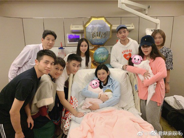 Gia tộc trùm sòng bạc Macau vỡ oà khi siêu mẫu Ming Xi hạ sinh đích tôn đời thứ 5, tên quý tử mang ý nghĩa đặc biệt - Ảnh 1.