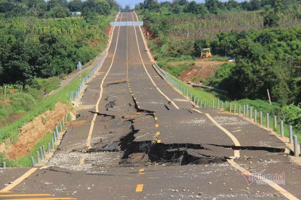 Đường tránh 250 tỷ đồng sụt lún, nứt toác như động đất ở Gia Lai - Ảnh 3.