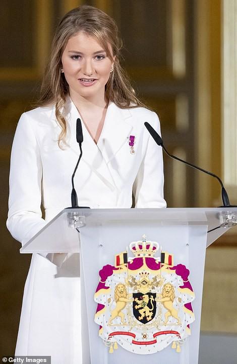 Chân dung nàng Công chúa đẹp tựa nữ thần vừa tròn 18 tuổi, sinh ra đã ở vạch đích, gánh trên vai vận mệnh của Hoàng gia Bỉ - Ảnh 2.