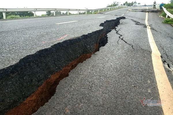 Đường tránh 250 tỷ đồng sụt lún, nứt toác như động đất ở Gia Lai - Ảnh 12.