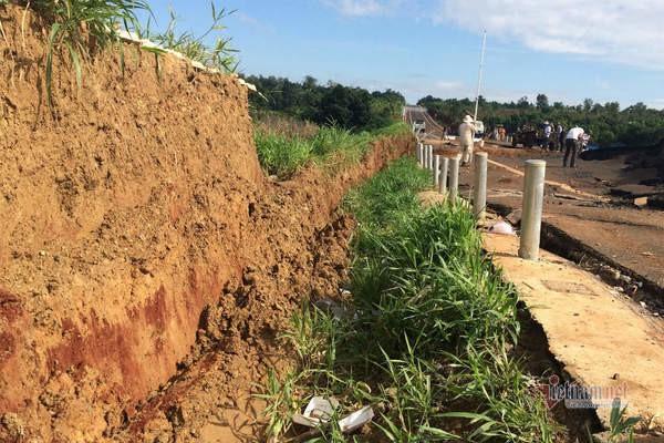 Đường tránh 250 tỷ đồng sụt lún, nứt toác như động đất ở Gia Lai - Ảnh 13.