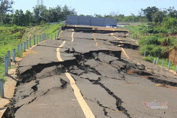 Đường tránh 250 tỷ đồng sụt lún, nứt toác như động đất ở Gia Lai - Ảnh 4.