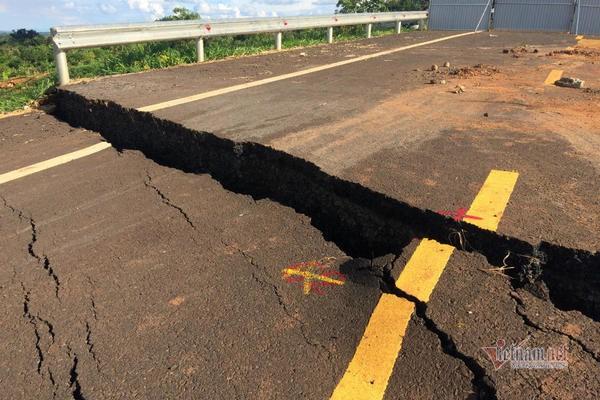 Đường tránh 250 tỷ đồng sụt lún, nứt toác như động đất ở Gia Lai - Ảnh 8.