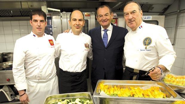 Dành 4 thập kỷ nấu ăn cho các đời Tổng thống Pháp, cựu bếp trưởng điện Élysée tiết lộ thói quen ăn uống khác biệt của những con người quyền lực bậc nhất thế giới  - Ảnh 5.