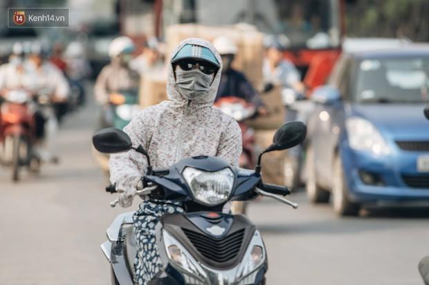 Clip người Hà Nội lo lắng trước tình trạng ô nhiễm không khí: Mình đang phân vân liệu có nên bỏ phố về quê không? - Ảnh 3.